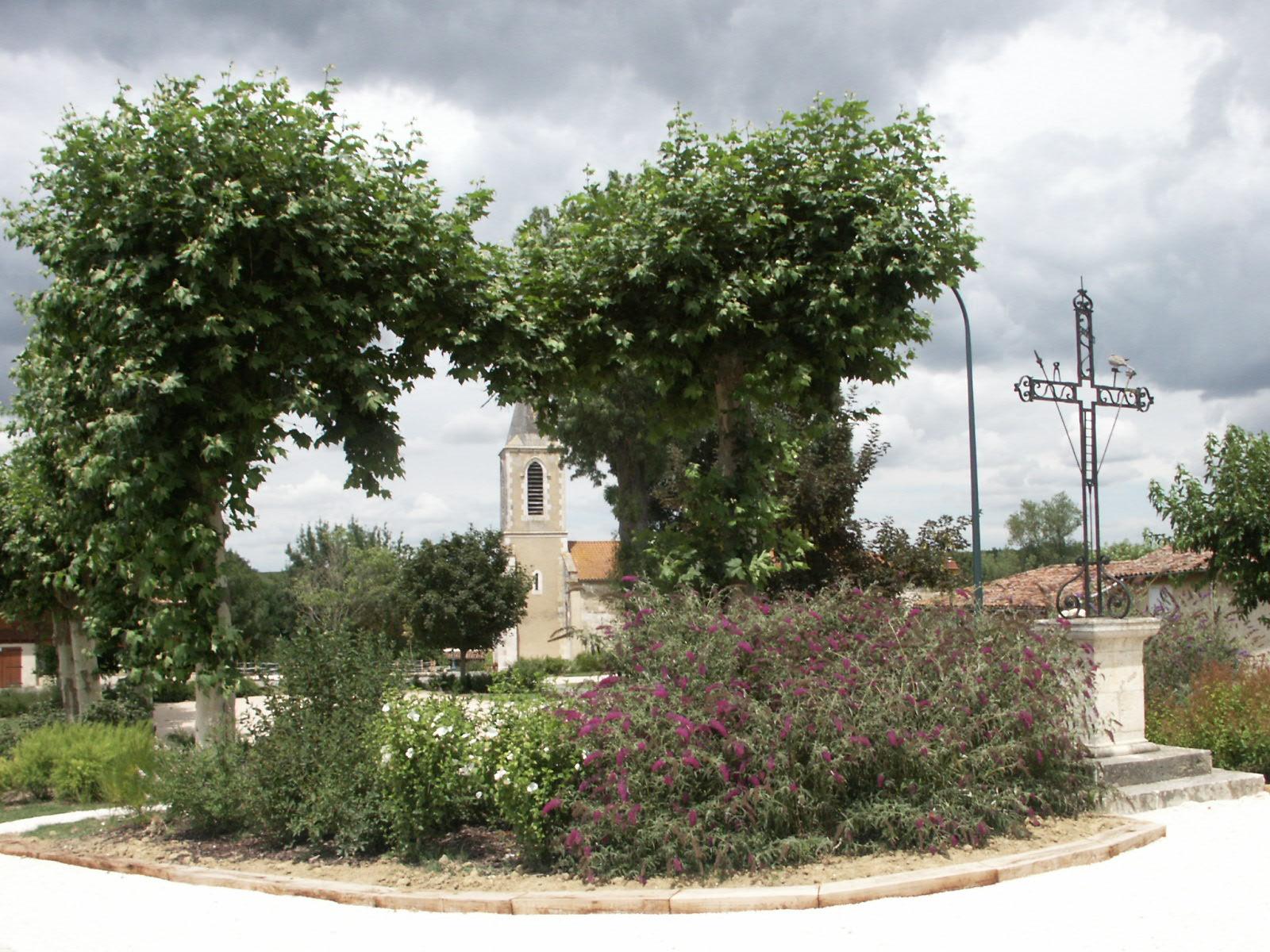 Eglise vue depuis la place